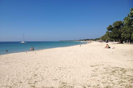 PrivatRoom 4 between Beach and TrinidadTerraceWIFI