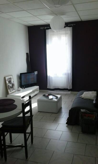 chambre au centre de salon appartements louer salon de provence. Black Bedroom Furniture Sets. Home Design Ideas