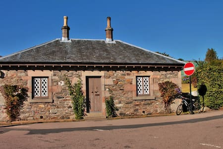 Crescent Cottage Luss Loch Lomond