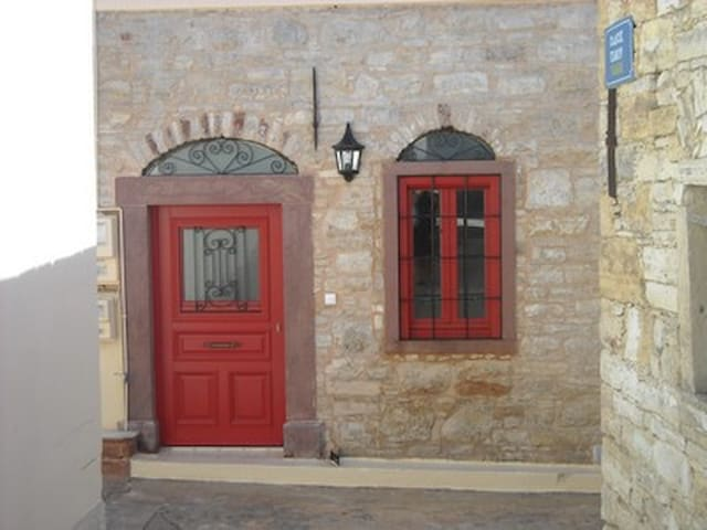 Restored stone house in Kini village in Chios - Chios