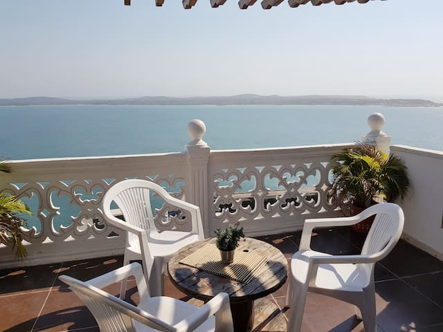 ★ Awesome Bedroom with PrivateTerrace & Sea View ★