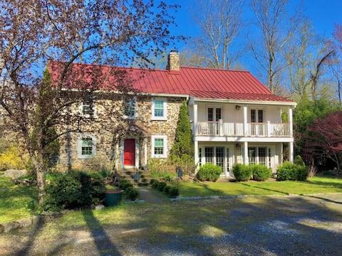 Historic Greystone Farm: The Wedgewood Guest Room