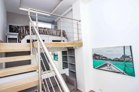 Beachfront Loft Suite! ~ Best Location in Tama!