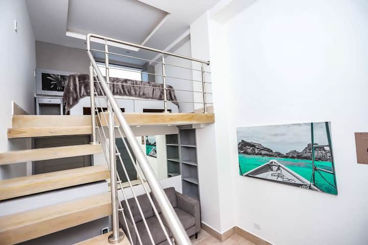 Beachfront Loft Suite! ~ Best Location in Tama!