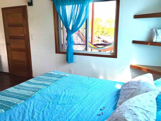 Cindiri Beach Belize - Manatee Manor Island Stay