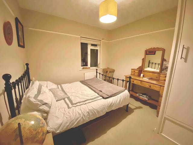 1 Double Bed Room in Bath