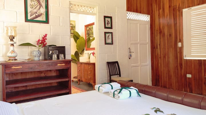 Luxurious room with jungle view at Colina Secreta