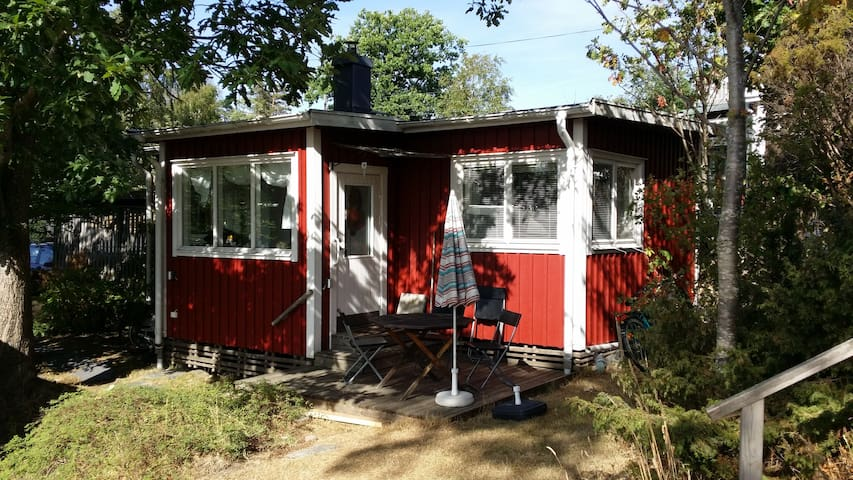Vinterbonad stuga med Wifi centralt i Åsa.