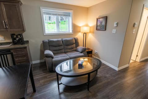 Modern and Cozy Suite with Parking and Laundry