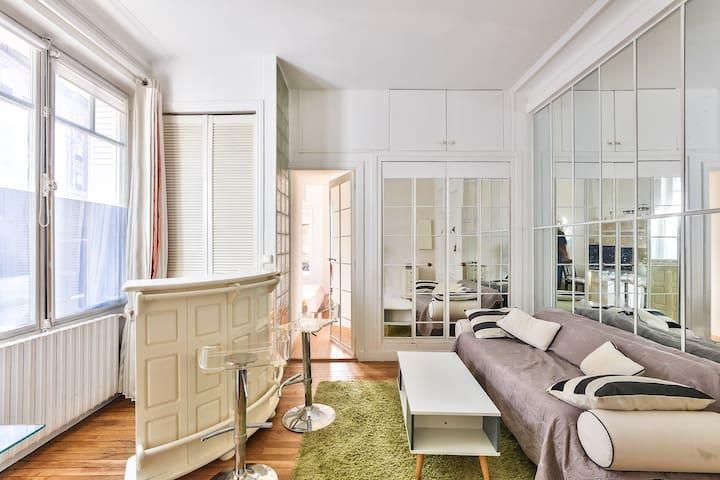 Fantastic Flat In Luxurious Suburb In Paris