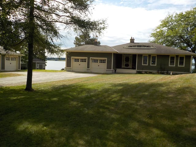 1000 Islands Waterfront Vacation Home Rental