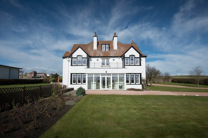 A gorgeous 7 bedroom house on the Elie golf course