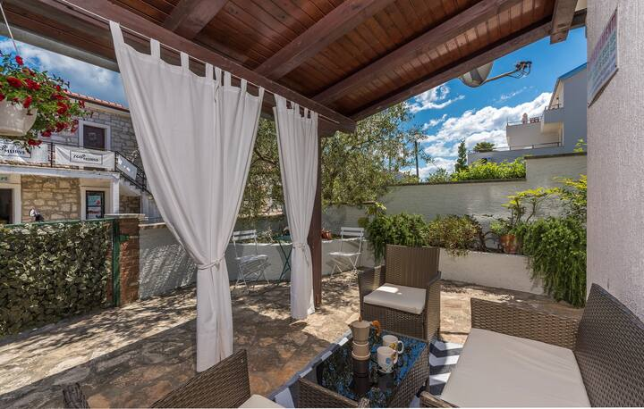 House Conte for max 14 persons close to Funtana beach  / Apartment  Conte 3 A4  for max 4 persons close to Funtana beach and fantastic  Adriatic sea