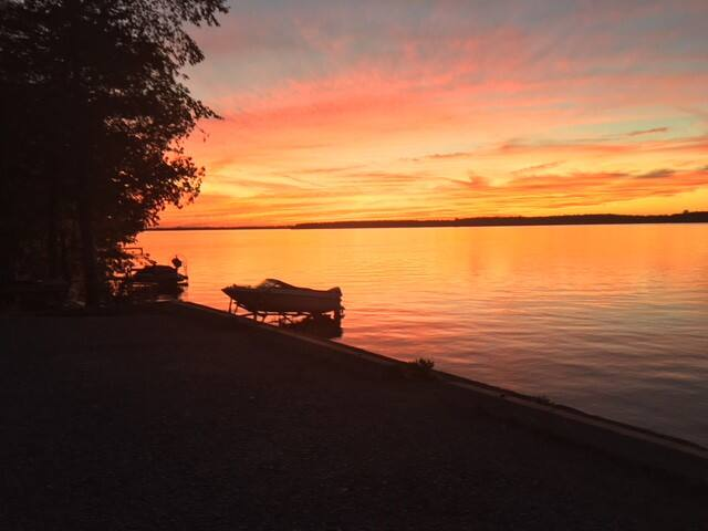 Lakefront View/spectacular sunset/3BR/Pet friendly