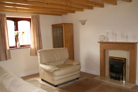 Self-catering cottage set in beautiful countryside - Lathom - House - 2