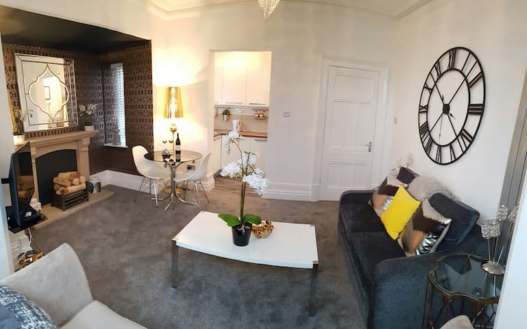 Luxury apartment with FREE off road parking! - Didsbury, Manchester - Apartment