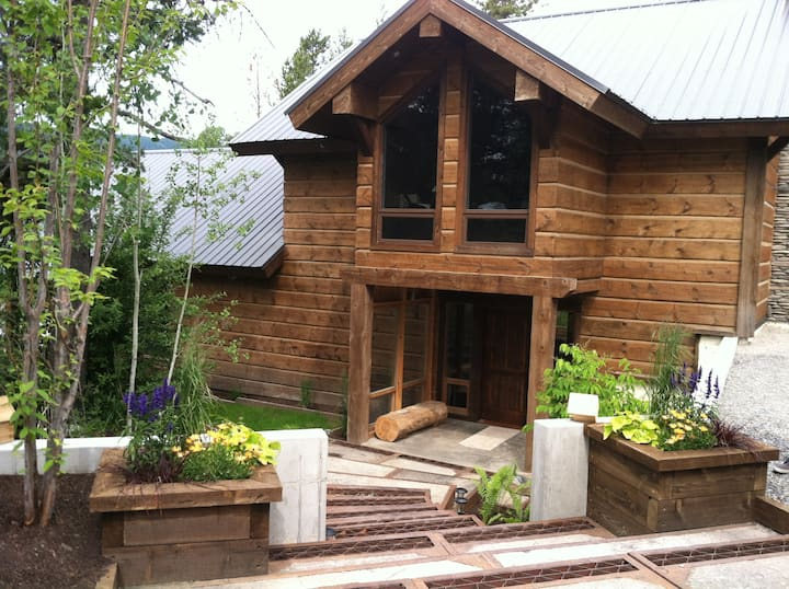 Coram Lodge-High End Family Home- 7mi to GLACIER