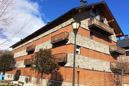 APTO. DUPLEX NUEVO VALENCIA D'ANEU,12 Kms BAQUEIRA - València d'Àneu