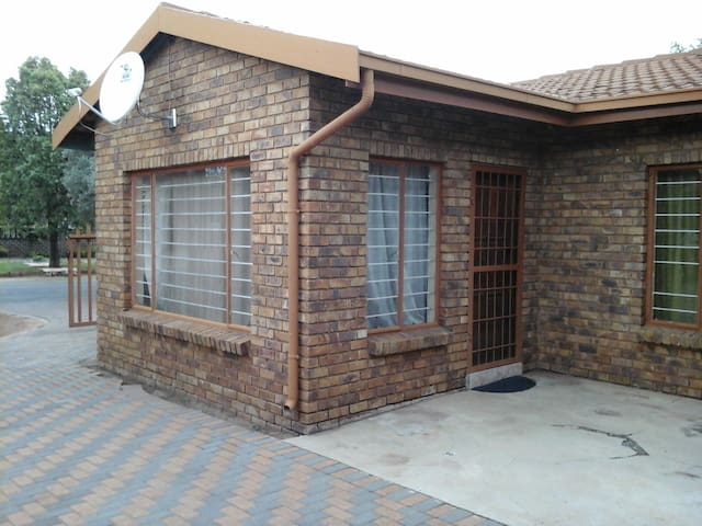 Boksburg's best hidden cottage - Boksburg - House