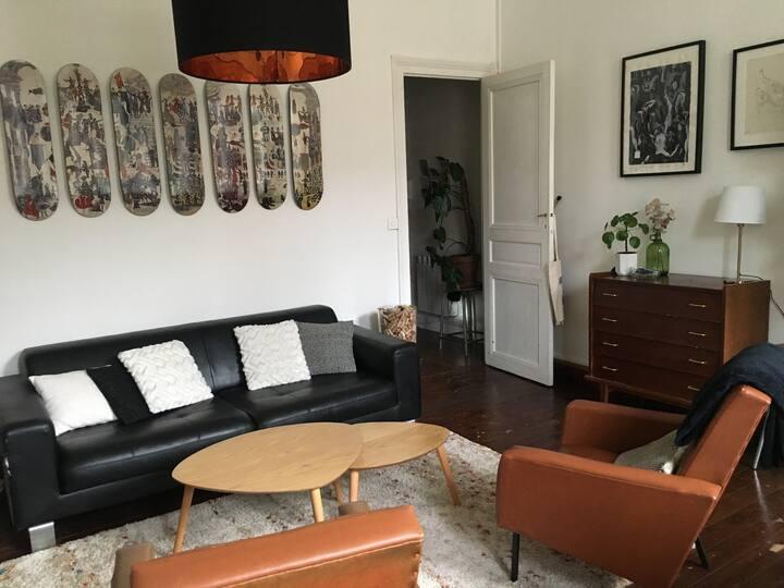 Chambre privée dans appartement typique Bordelais