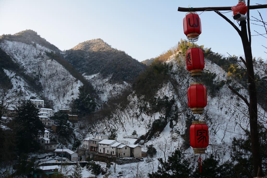美哉雪景-窗前远眺群峰林立