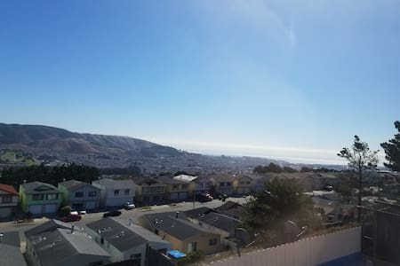 Great private room, short drive from SFO airport. - Daly City - Haus