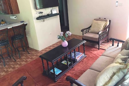 Anne's Oasis - 1 Bedroom Apartment with Garden