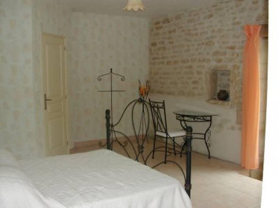 chambre 3 DUO 2 lits simples, avec accés cour et ferme, salle de bain et wc privatif