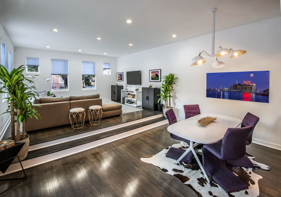 Spacious, Ultra-modern living and dining room