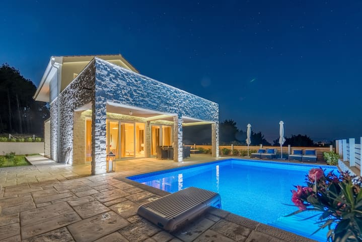 HR10 Villa Renato 2 in Hvar for 10 people - Pitve - วิลล่า
