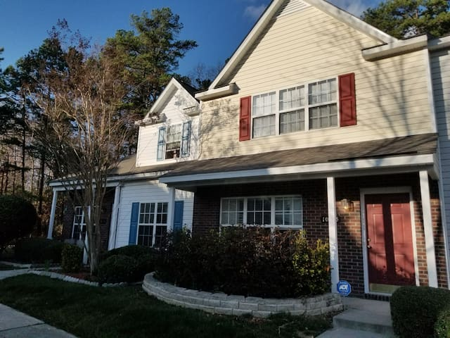 Minutes from CLT Airport - Private Bed&Bath
