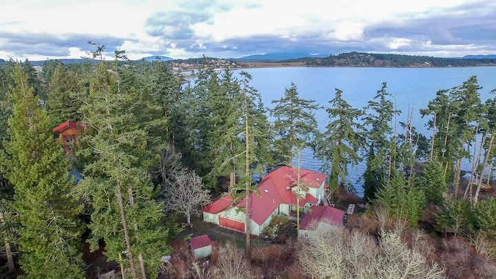 Waterfront Home with Beach Access! Close to Town! - (Alba Vista)