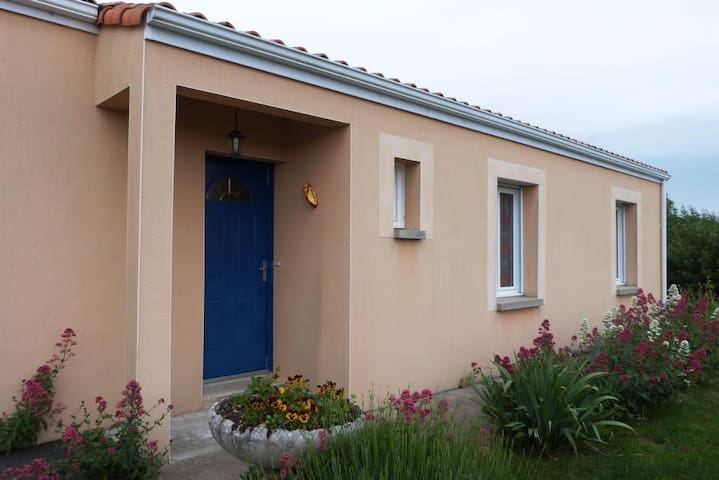 Maison proche du Marais Poitevin - Épannes - Talo