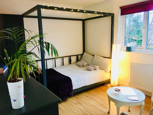 Cosy double room, easy reach to the City Centre
