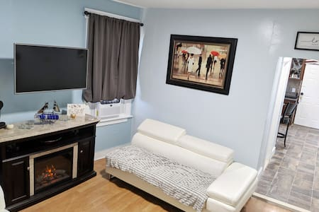 Rm#202-SINGLE Room; SHARED SPACE, 2MI FROM AIRPORT