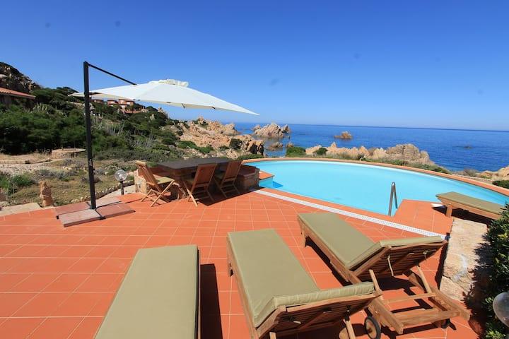 Villa Acquamarina con piscina privata sul mare