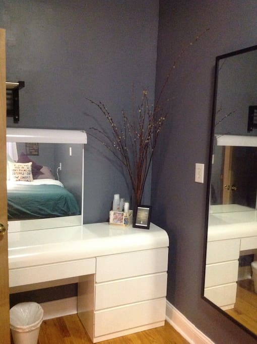Storage space for clothes and console with mirror.