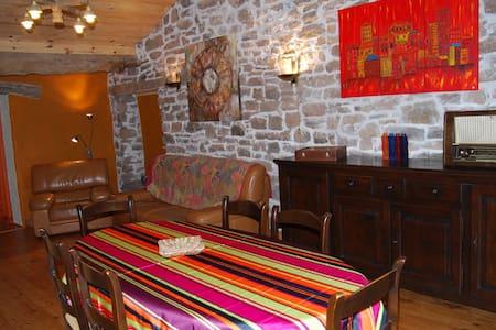 Gîte La Petite Grange dans le Sud Aveyron - Haus