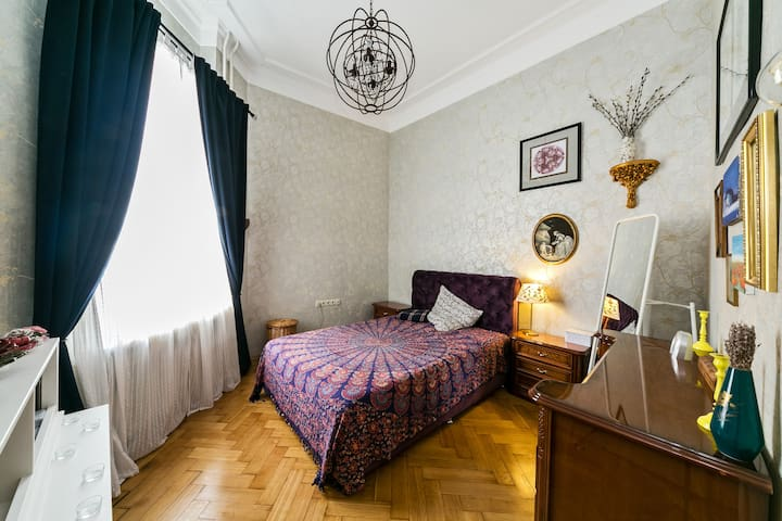 Historic house apartment in the heart of Moscow