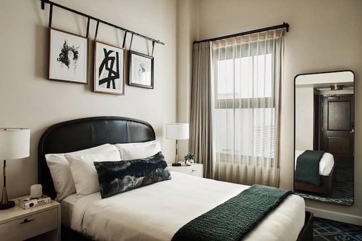 Hotel Figueroa, Classic Queen