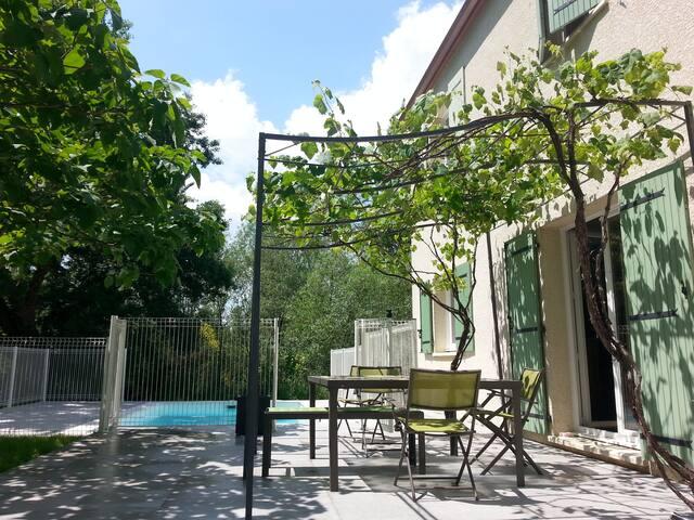 Maison 160m2 sans vis à vis, piscine, pré ombragé.