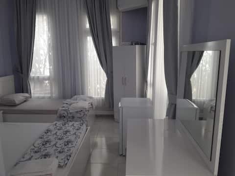 Ayvalık-Cunda nın merkezinde konforlu odalar
