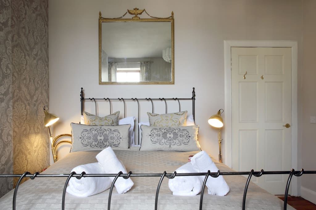 King size So to Bed Bed with Egyptian cotton bedding