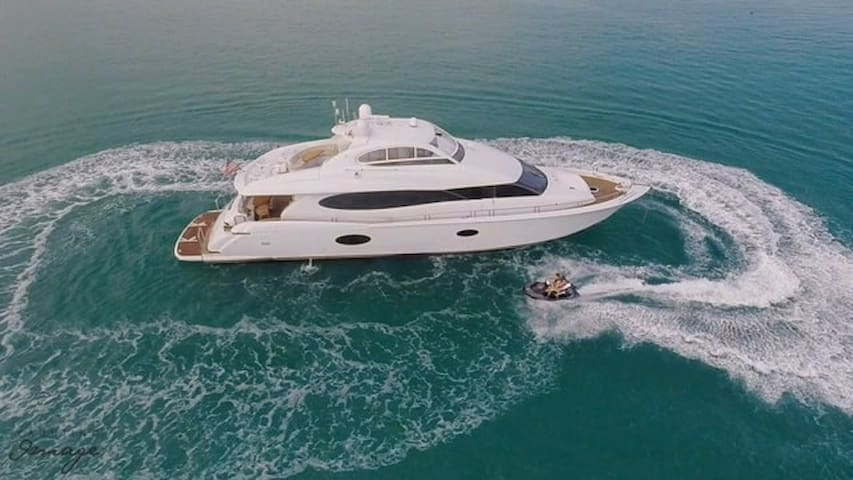 84' Lazzara - Rent a Luxury Yachting Experience!
