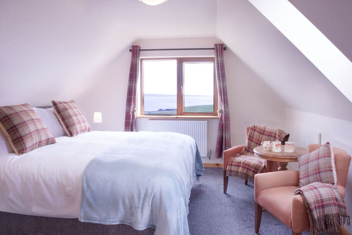 2 bedroomed suite, Aviedale Cottage B&B Sea views