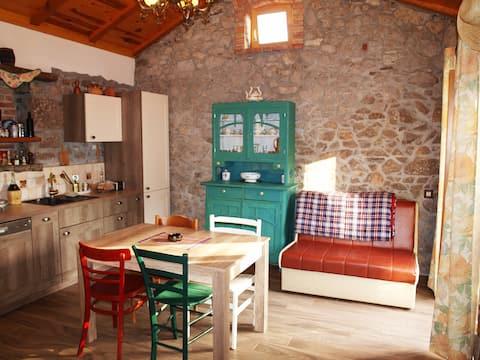 Kamienny dom w małej wiosce Zaluki