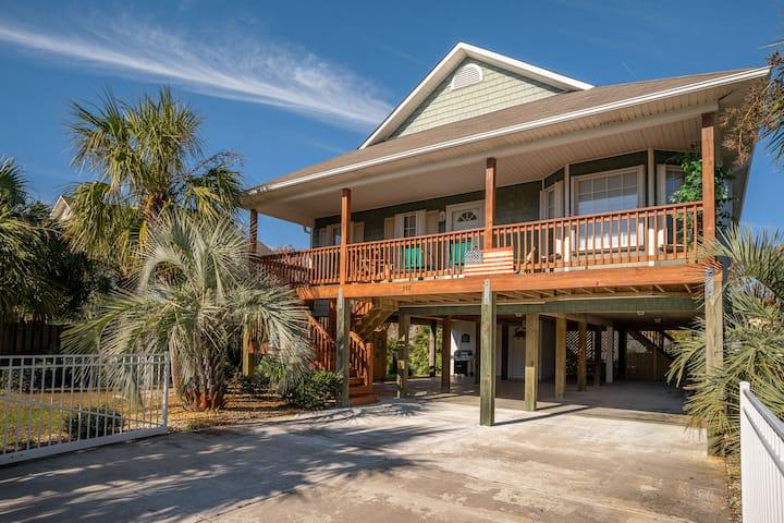 Carolina Beach Palm Breezes, Close to EVERYTHING