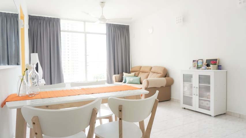 3R2B Partial Sea View Apt 5 mins to Gurney
