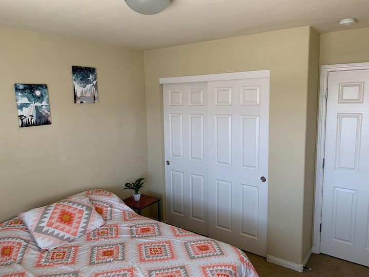 Convenient, close room for rent. Check my reviews!