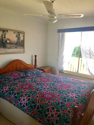 Comfy QUEEN BED with amazing view - Albion Park